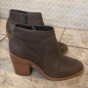 Loeffer randall grayish/taupe booties size 9.